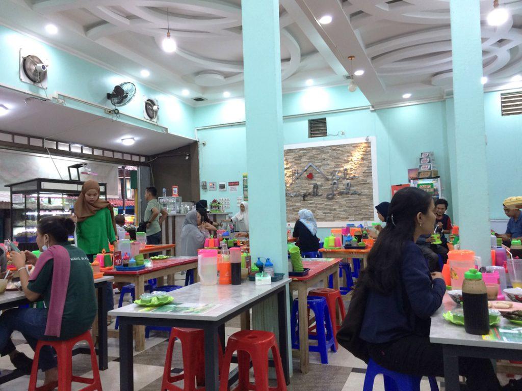 Suasana di Rumah Makan Pempek Lala Palembang (Marsandre/Kelana Nusantara)